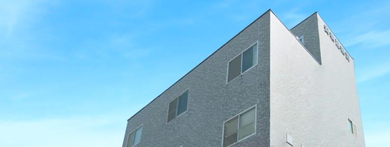 社屋の外観写真